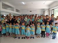 大风车幼儿园进社区感恩活动